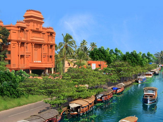 12 Picturesque Backwater Resorts in Kerala