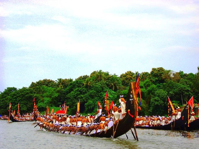 Snake-Boat-Race-Alleppey: places to visit in kerala in august