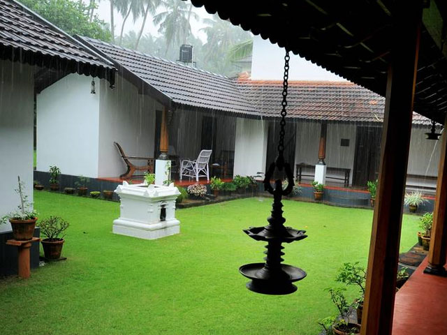 8 best homestays in kerala heritage hotels in kerala for Kerala traditional house plans with courtyard